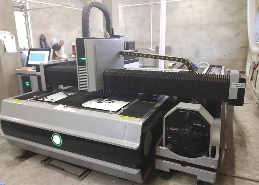 Металлообрабатывающий лазерный станок с ЧПУ